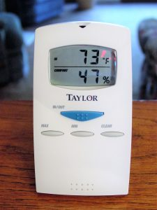 Portable free standing humidity gauge